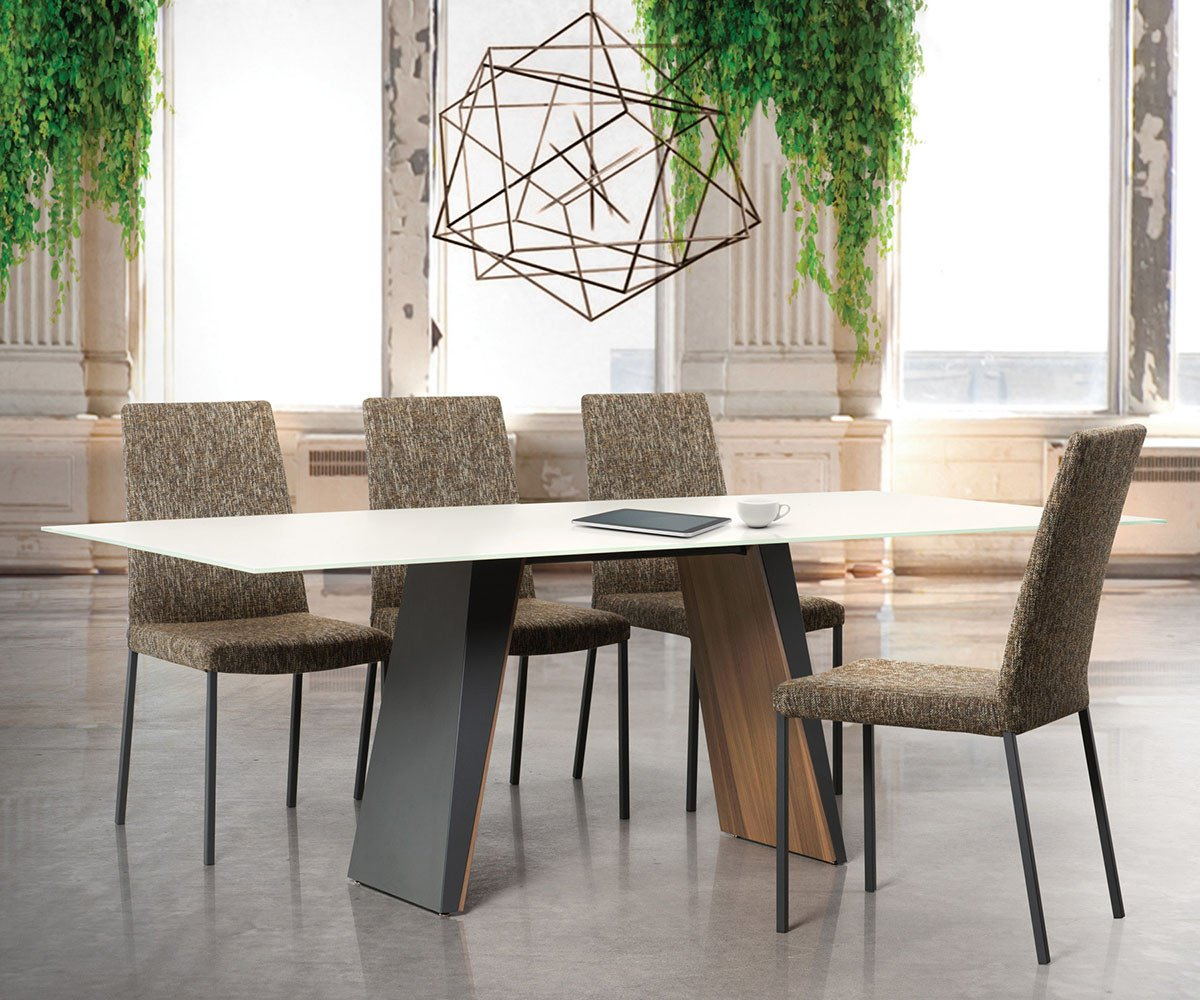 Trica Timeless Dining Table Schreiters